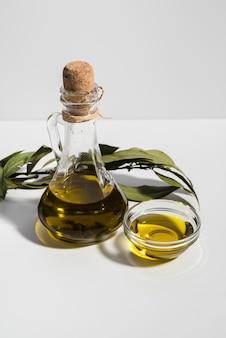 Макро бутылка свежего оливкового масла