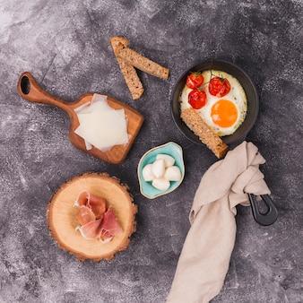 おいしい栄養価の高い朝食フラットレイアウト