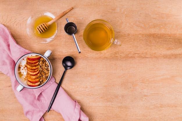 紅茶とおいしいねばねばした蜂蜜