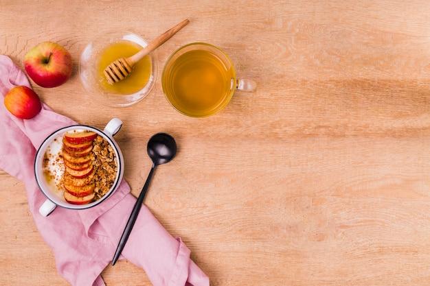 蜂蜜とフルーツボウルコピースペース