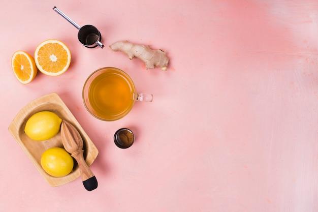 Лимон и имбирь с копией пространства