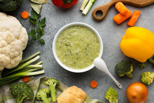 野菜ミックスとフラットレイアウトブロッコリービスク