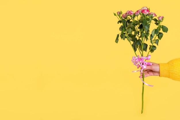 コピースペースでロマンチックな花束