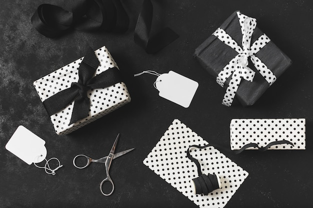 Ассортимент подарков с ножницами