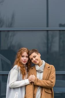 愛の若いカップルの肖像画