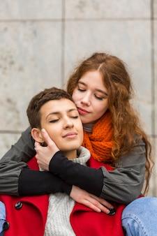 一緒に若いカップルの肖像画