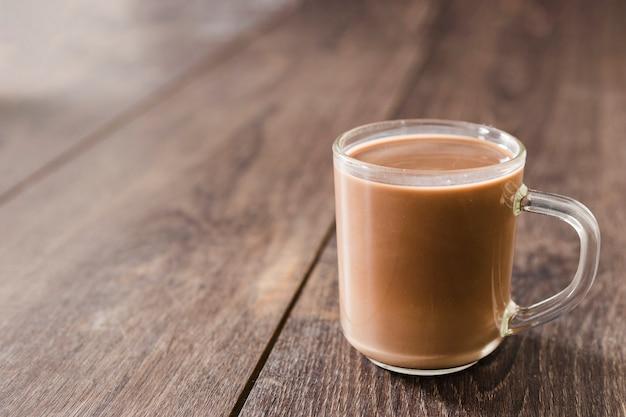 コピースペースとホットチョコレートのカップ