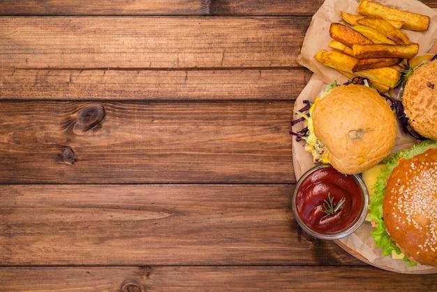 Вкусная еда быстрого питания с копией пространства