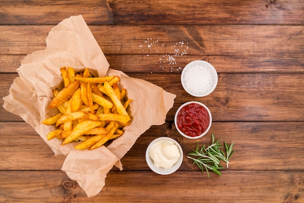 Картофель фри с разными соусами