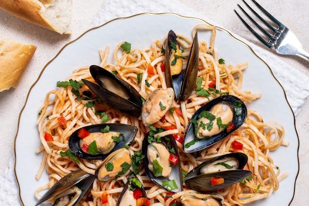 ムール貝料理のクローズアップパスタ