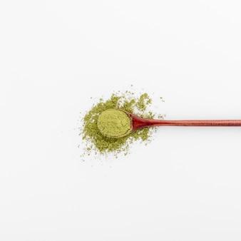 抹茶パウダーを詰めたクローズアップスプーン