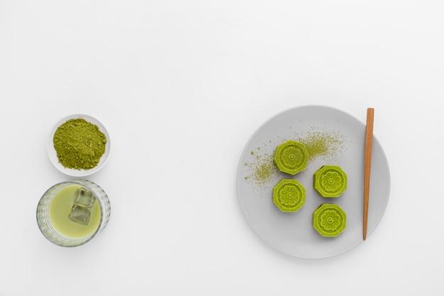 テーブルの上のトップビュー抹茶コンセプト