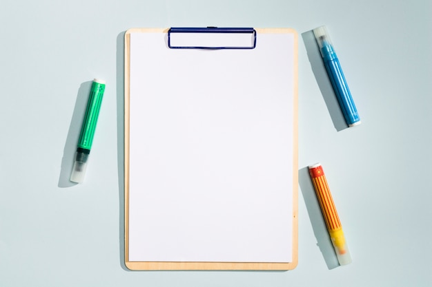 Скопируйте пространство буфера обмена с красочными маркерами