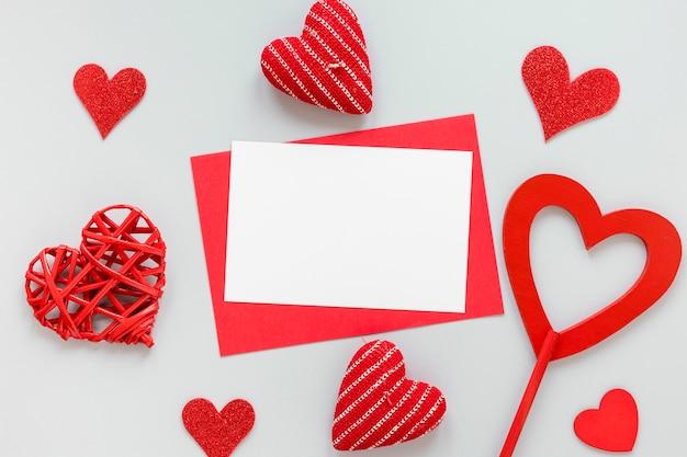 День святого валентина бумага с сердечками