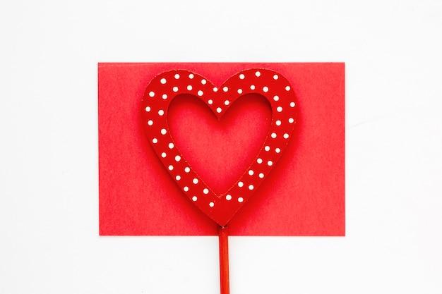 紙でバレンタインデーハート