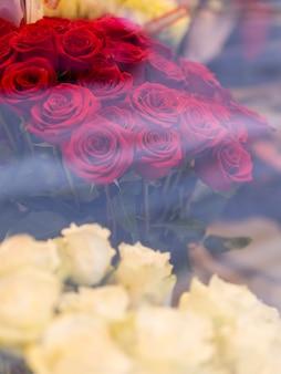 美しいロマンチックなバラの花束
