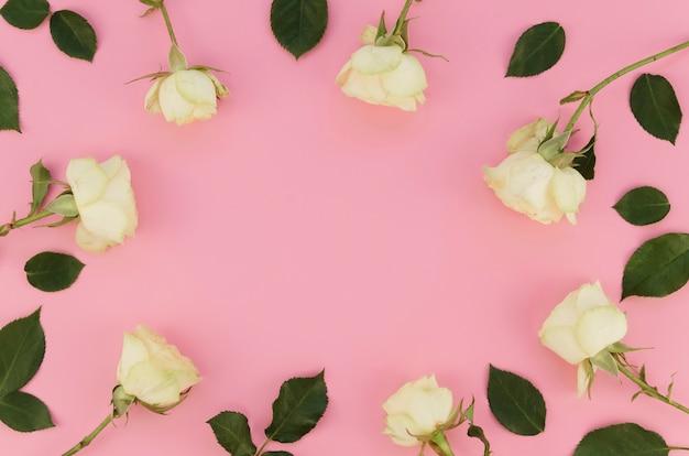 バラに囲まれたコピースペース