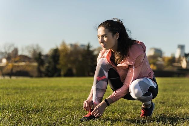 Портрет молодой женщины, готовой к тренировкам