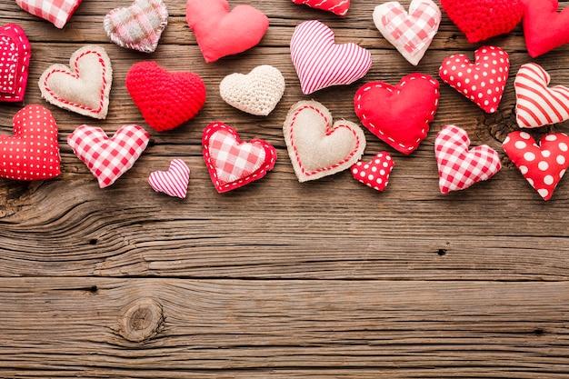 コピースペースでバレンタインの日の装飾品のトップビュー