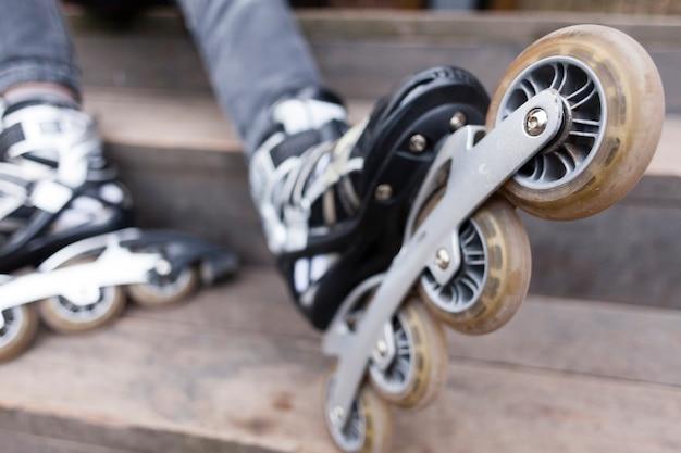 Расфокусированным крупным планом роликовых ножей