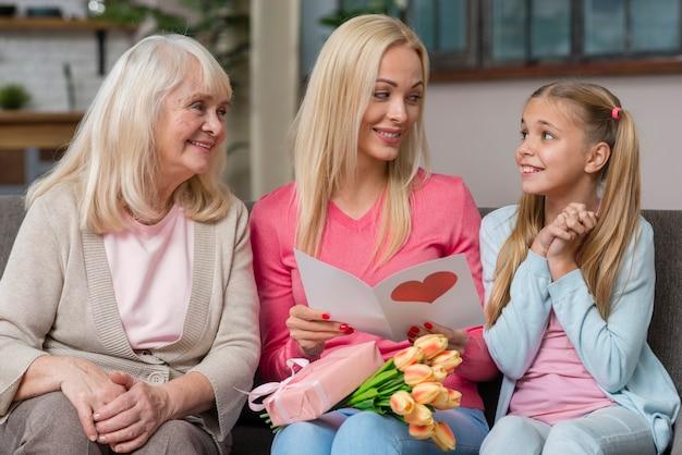 Мама и бабушка смотрят на милую девочку