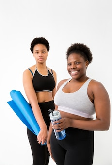 Женщины на перерыве из фитнес-класса