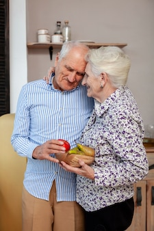 Портрет пожилой влюбленной пары