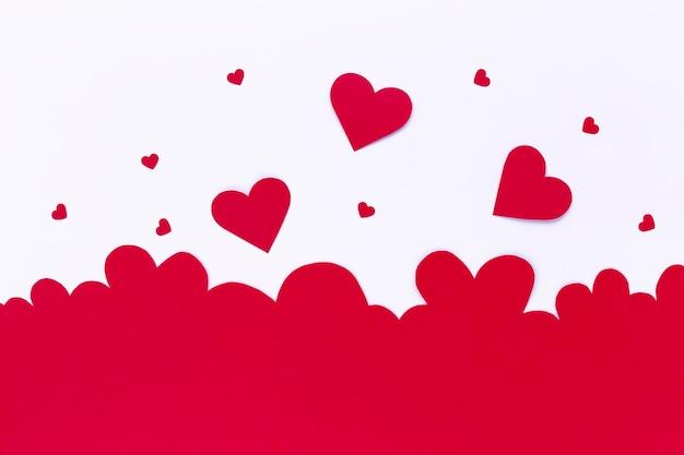 バレンタインデーのための紙の心のフラット