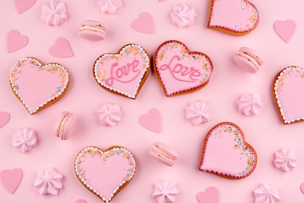 Печенье в форме сердца на день святого валентина