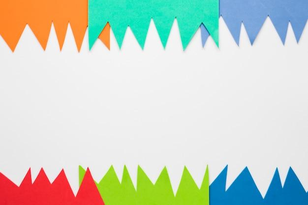 Плоская раскладка бумажных вырезов для карнавала с копией пространства