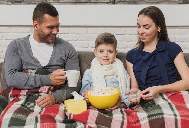 Очаровательная семья с сыном
