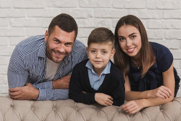 一緒に幸せな家族の肖像画