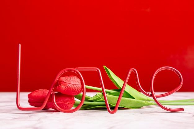 Любовное украшение с тюльпанами