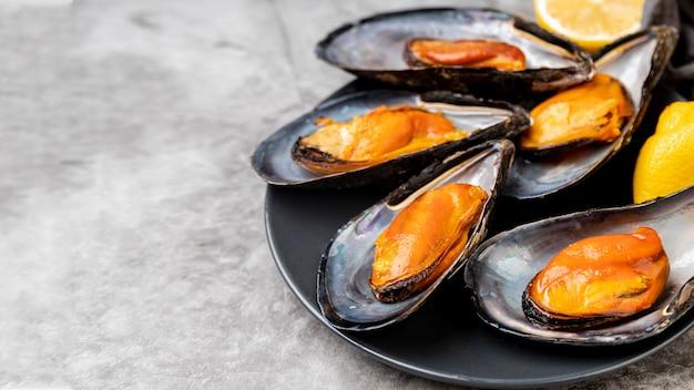 食欲をそそるムール貝のクローズアップ