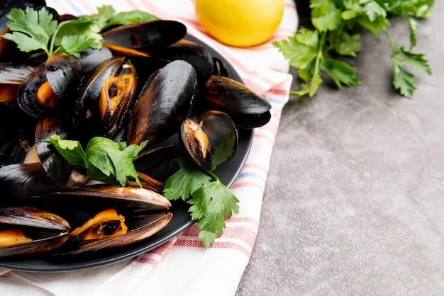 調理されたおいしいムール貝のクローズアップ