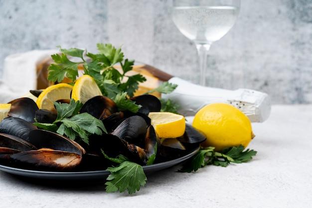 新鮮な地中海のムール貝とシャンパン