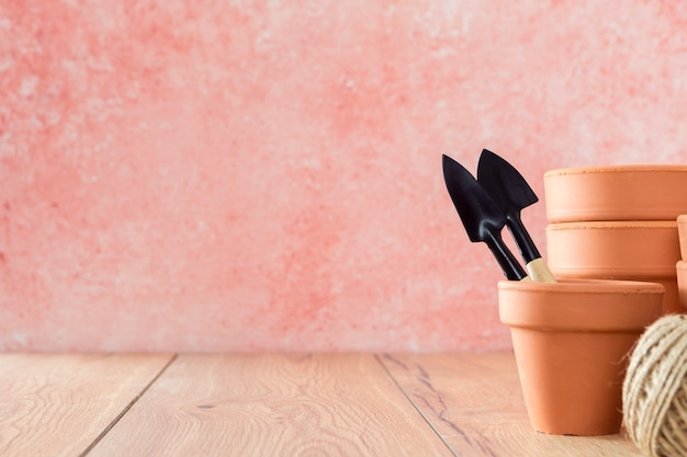 コピースペースで正面の植木鉢