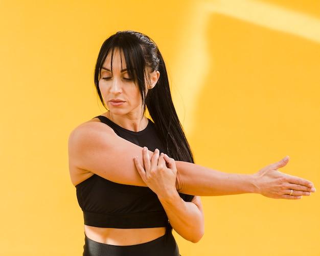ストレッチ体操服の運動女性