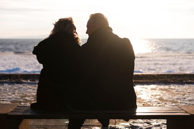 Вернуться мнение старших пара, наслаждаясь видом