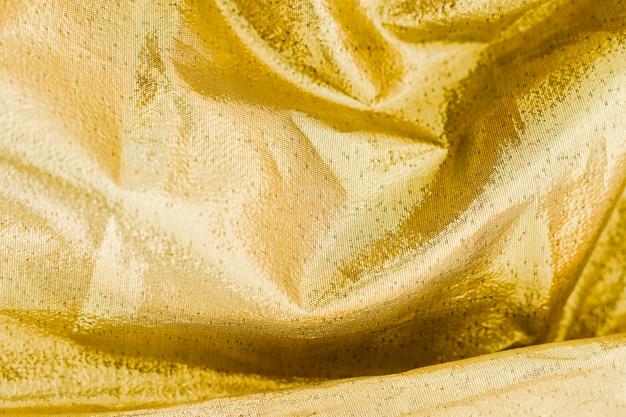 ねじれた波のある黄色の材料表面