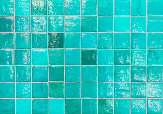 浴室の青いタイルパターン設計