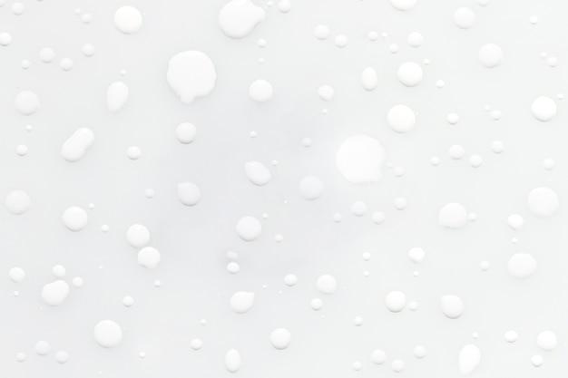 白いペンキの抽象的な液滴雨