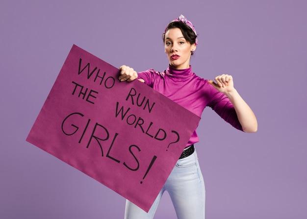誰が世界を運営していますか?女の子!レタリング