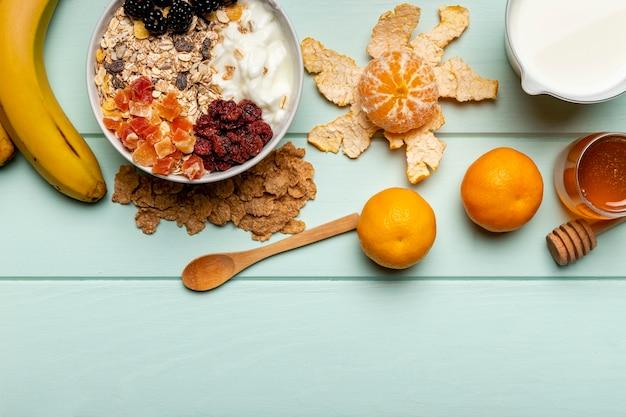 テーブルの上のトップビュー健康的な朝食