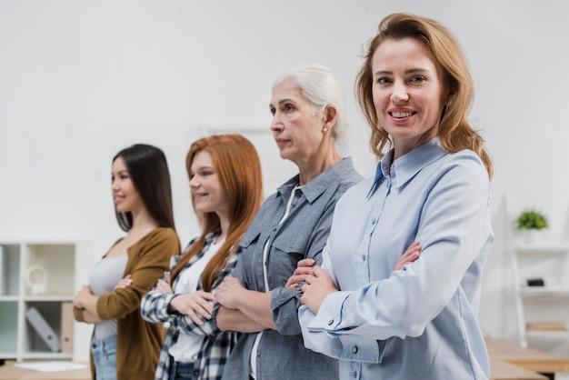 一緒に女性のポジティブなコミュニティ