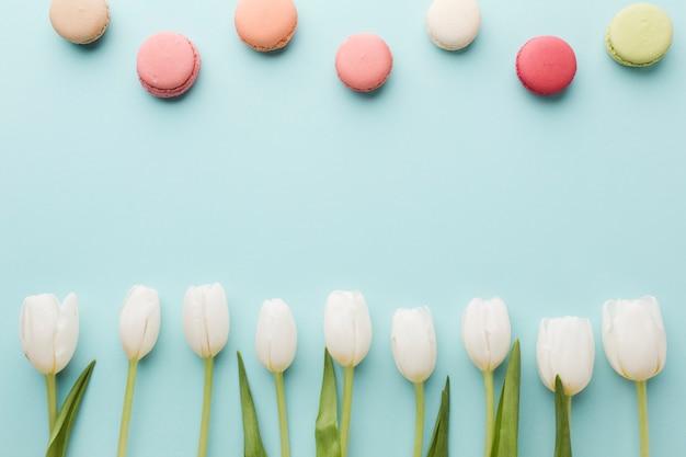 チューリップの花と甘いコピースペースの平面図花束