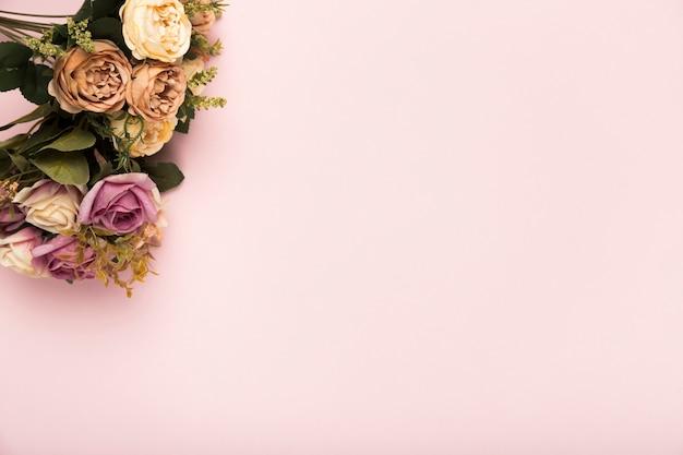 コピースペースとバラの花束
