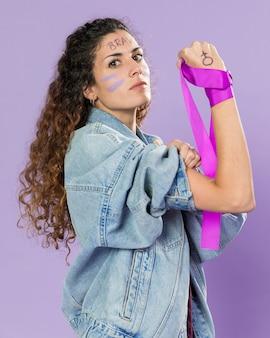 抗議する女性活動家の肖像画
