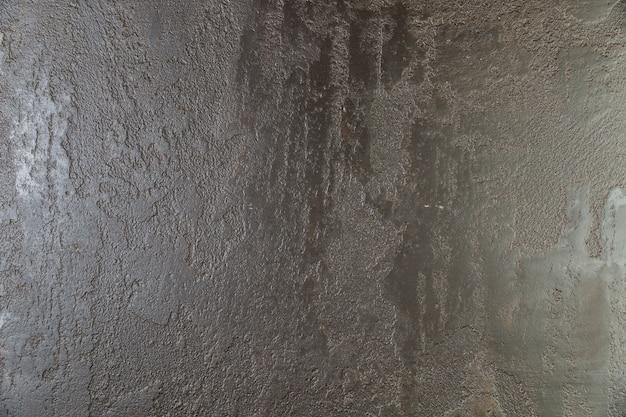 塗装済みの粗いコンクリートの壁面
