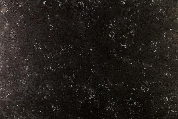 粗い表面の暗いコンクリートの壁